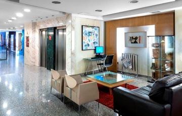 Hall Nuevo Torreluz Hotel