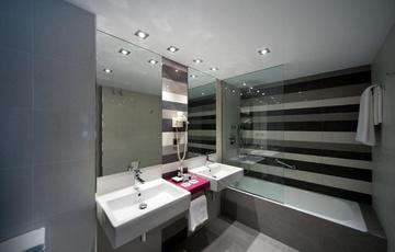 Bathroom Nuevo Torreluz Hotel