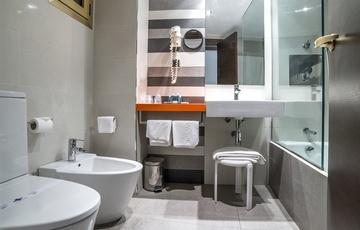Baño Habitación Nuevo Torreluz Hotel